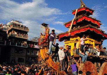 महालक्ष्मीमा लिङ्गो उठाएसँगै जात्रा शुरुः मध्यपुरथिमिमा चार दिन सार्वजनिक बिदा