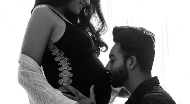 आमा बन्दै प्रियंका, सेयर गरिन् बेबी बम्पसहितको तस्वीर